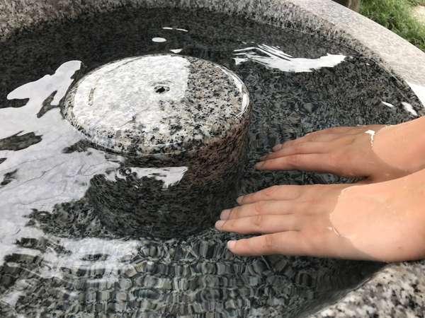 源泉を注いだ手湯