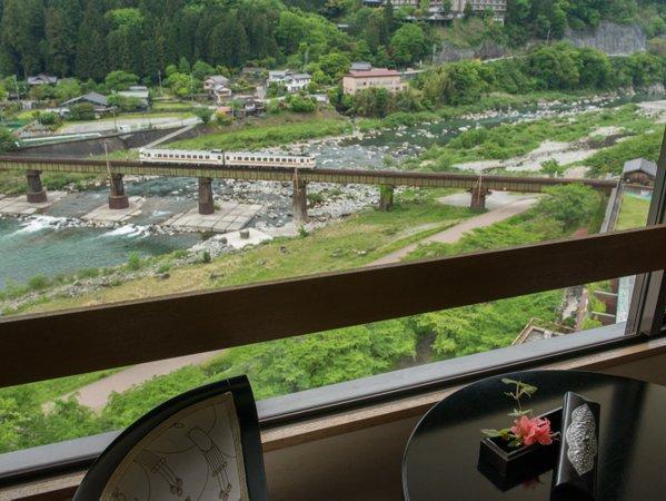 ☆【大観荘】お部屋からの飛騨川の眺めも綺麗