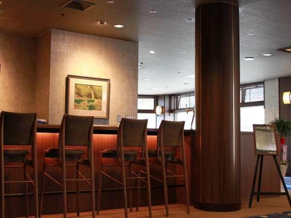 ☆落ち着いた雰囲気のカフェラウンジ。飛騨の匠の家具を使用。