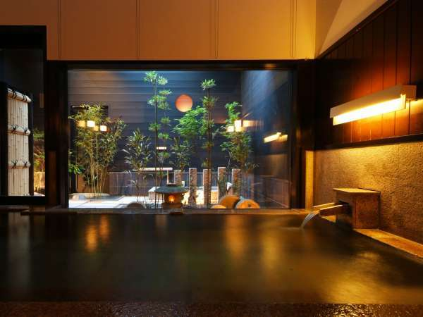 【香住 女性を癒す温泉宿 川本屋】囲炉裏のある小さな宿。木のぬくもりに包まれる落ち着いた時間を。