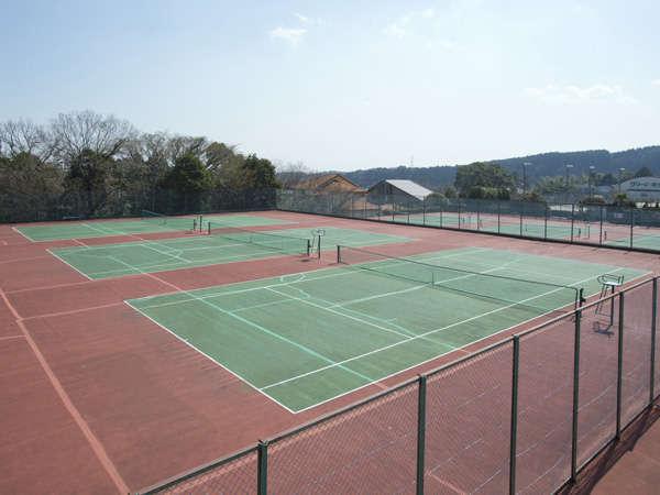 テニスコート10面完備