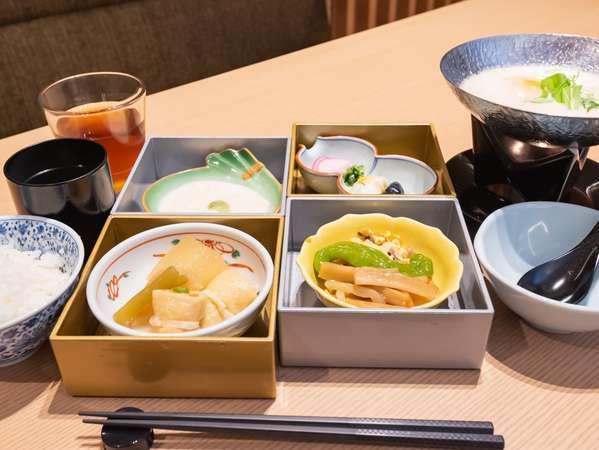朝食は和食・洋食とお選びいただきミニブッフェが付きです♪健康的で優しいメニューです!
