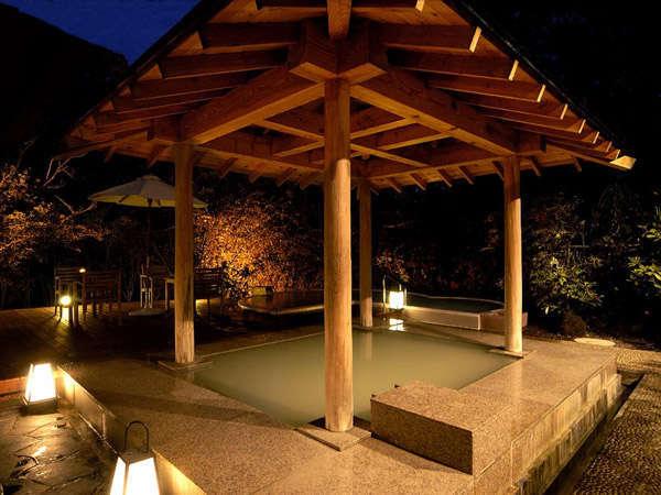 女性用露天風呂(夜間)大浴場
