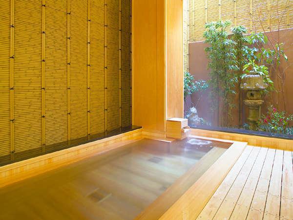 檜が香る半露天風呂