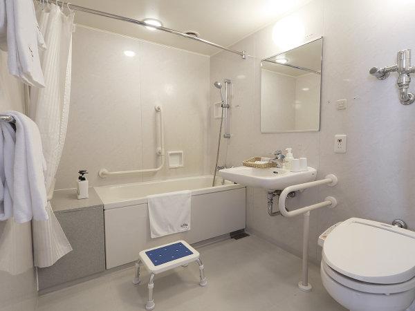 ユニバーサルツインルーム。バリアフリー対応バスルーム