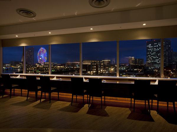 5階ダイニング&バー「ベイサイド」うっとりする夜景はプライスレス