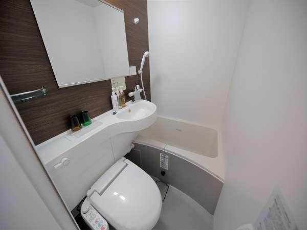 清潔感のあるユニットバス ウォシュレット付トイレです
