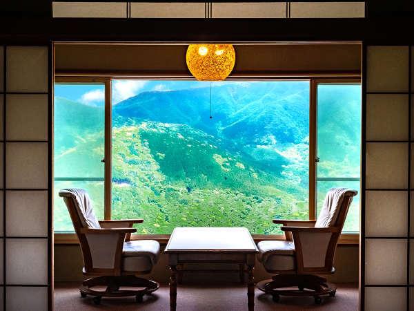 「客室からの眺望一例」標高800mの高台に佇む宿