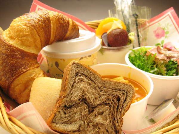 【ご朝食はルームサービス】ご指定のお時間にお部屋まで届け致します。(AM7:00~9:30)