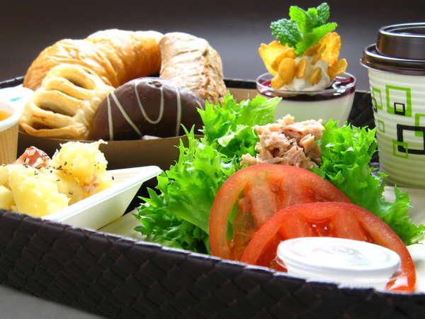 ★ご朝食はルームサービス★ご指定のお時間にお部屋までお届けする日替洋食セットです(AM7:00~9:00)