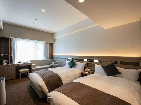 【スーペリアウェストツイン】新設のスタイリッシュな客室は機能的で洗練されたご滞在を提供いたします。