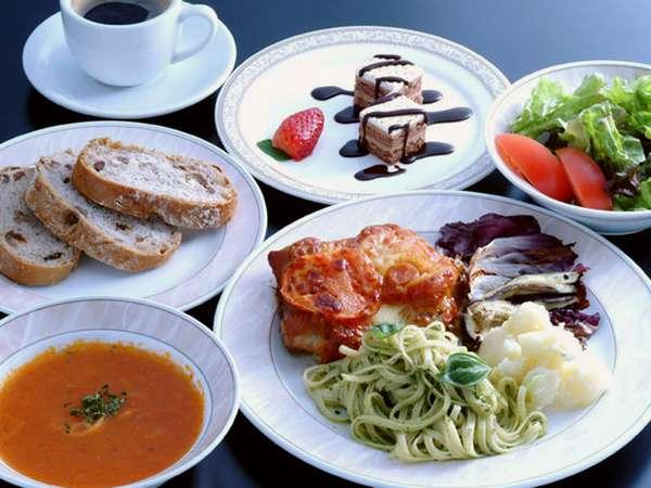 *お夕食(一例)肉料理を中心としたセミコース。