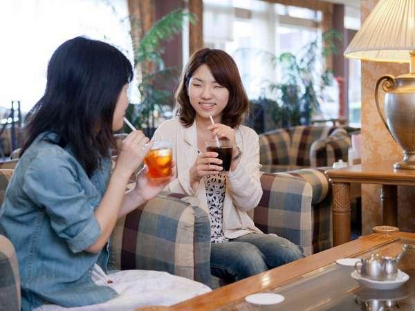 カフェ・ド・フロールではご滞在中のひとときをお過ごし下さいませ★