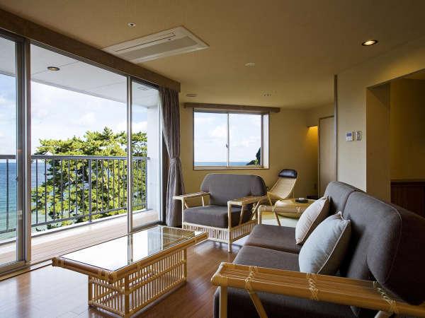 【和みフロア】展望檜風呂付特別室A~大浜海岸を望むリビング