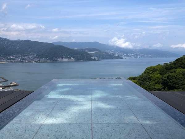 2021年7月新設の貸切露天風呂水平線に広がる海原を一望
