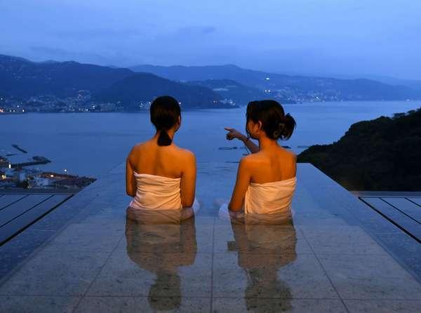 離れ棟宿泊者専用の貸切露天風呂※本館利用者も別途有料にて入浴可能(90分時間予約制)