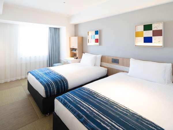 【全室禁煙】ツインルーム(20㎡)<Wi-Fi接続無料>畳風の床地となっており裸足でお寛ぎ頂けます。