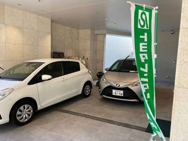 レンタカーショップがホテルに併設しているからスムーズに車のレンタルが可能です。