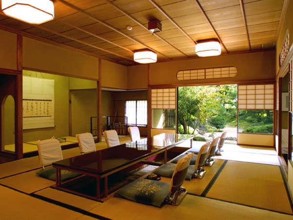【坪中川】東京赤坂の料亭を移築したお食事処です。