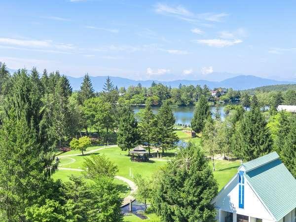 ロケーション抜群!彫刻公園と蓼科湖、アルプスを一望できます。絵本の中のような風景。
