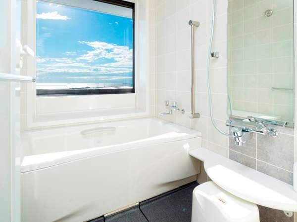 セントレアホテル自慢の客室浴槽。全室洗い場付の広々設計。