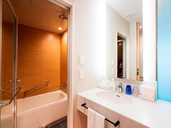<Pacific Side>バスルーム。バス、トイレ、洗面は独立しており浴室は嬉しい洗い場付き☆