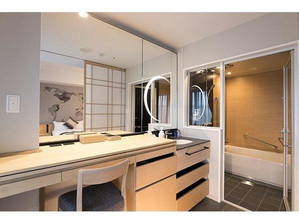 スーペリアツイン(タイプC)洗面スペース。ベッドルームとは障子で間仕切り可能な和文化感じるお造り。