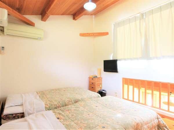 【別館離れ】のロフトには2ベッドを設置しております。(1階畳に、お布団ご用意できます)