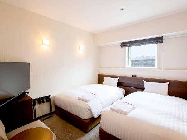 【スーペリアツイン】18平米の客室に110cm幅のベッドを2台設置。