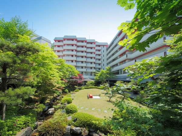 日本庭園からの全景