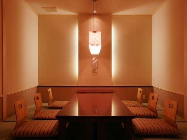 お食事は個室会場もございます。夕朝食個室確約プランもご用意しております。