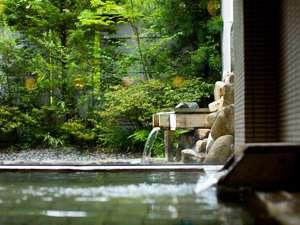 【男湯■内風呂】自家源泉の鉄鉱泉と薬草露天風呂はどちらも身体の芯から温まります。