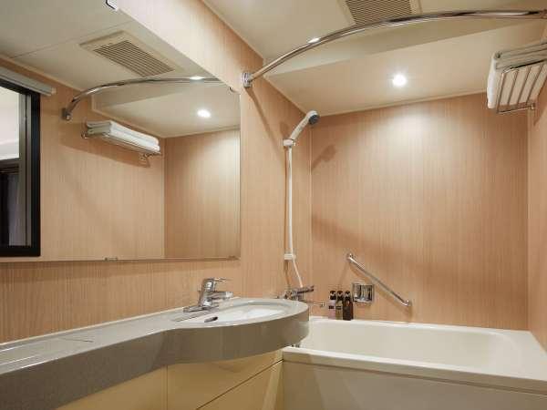 <バスルーム>バスタブに浸かって、旅の疲れをゆっくり癒してください