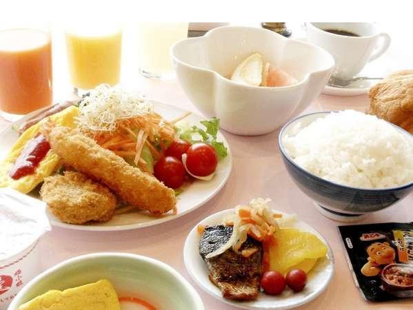 朝食バイキング一日の始まりです。たっぷりお召し上がり下さい。