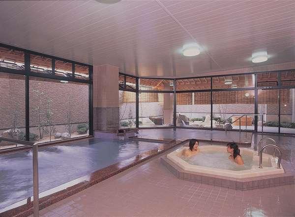 ☆室内お風呂☆ゆったり入れる大浴場。低温、高温のお風呂が御座います。