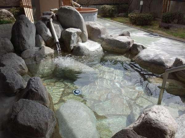 ☆露天風呂☆泉質は美肌の湯として知られる「アルカリ性単純温泉」です。