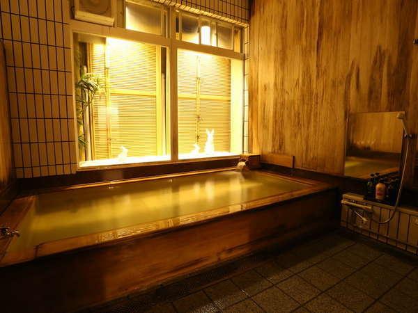 ◆少名の湯◆ 湯治場の面影残す 総檜のお風呂。彦名の湯とともに24時間入浴できます