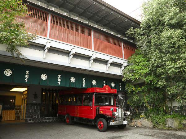 *武雄温泉駅まで大正浪漫のクラシックカーで送迎します。(要予約)