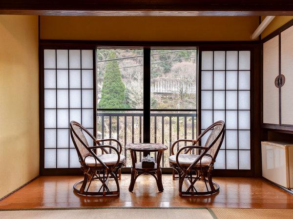 *【客室一例/本館】窓から見える山里の風景をお愉しみください