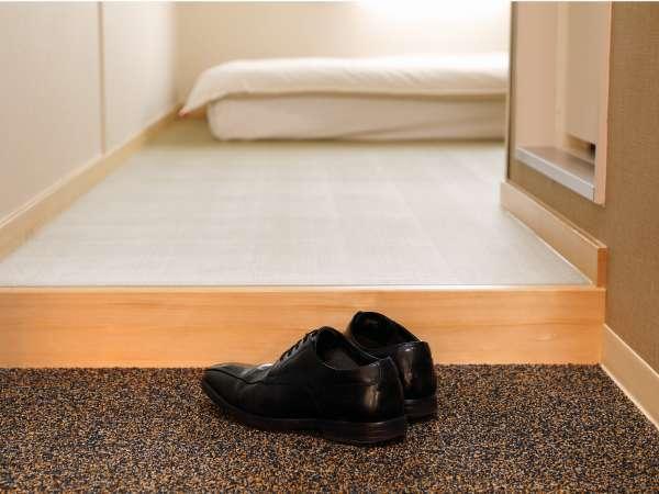全室お部屋内では靴を脱いで過ごしていただけます。