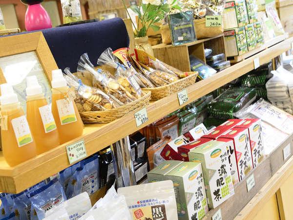 【売店(本館)】岐阜の名産品も取り揃えております。お風呂上がりに是非お立ち寄りください。
