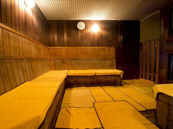 【サウナ(本館)】サウナで身体の中から心地よい発汗を。心身共にすっきりできる至極の空間です。