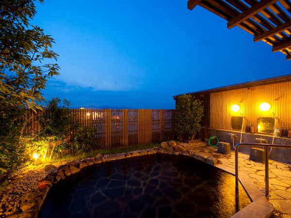 【屋上露天風呂】女性露天風呂「茜の湯」夕方には夕焼け空を眺め、夜は星空を眺めながらのんびりと・・・