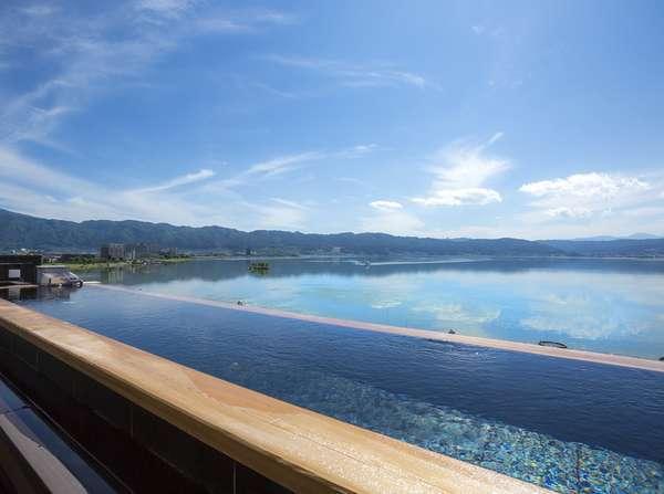 【展望露天風呂】諏訪湖と一体になったかのような眺めと寛ぎ