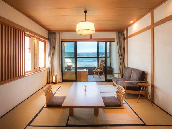 客室<ワイドタイプ>漆喰と音響熟成木材と使った落ち着いたデザイン
