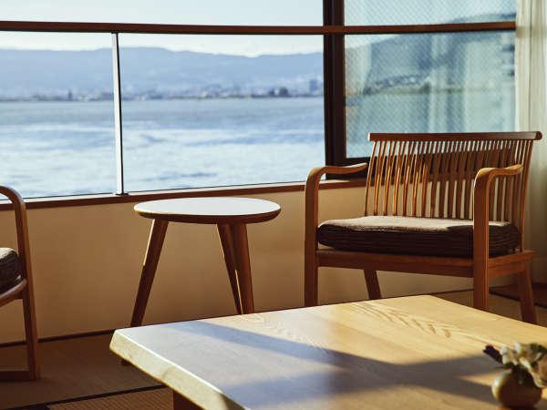 飛騨の名工柏木工の家具を、全てのお部屋で使用しています。