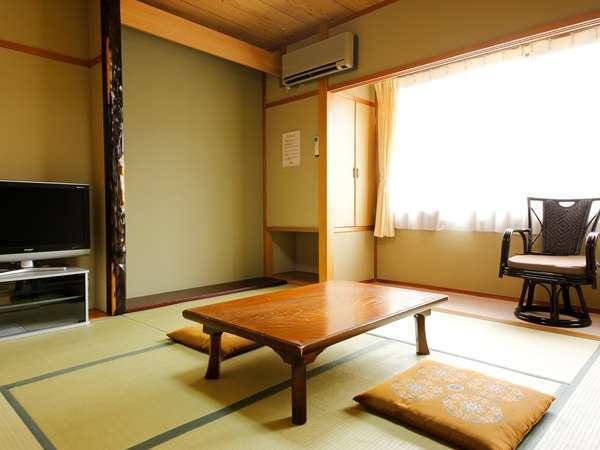 【お部屋】8畳の客室。純和風の客室でごゆるりとお過ごしください