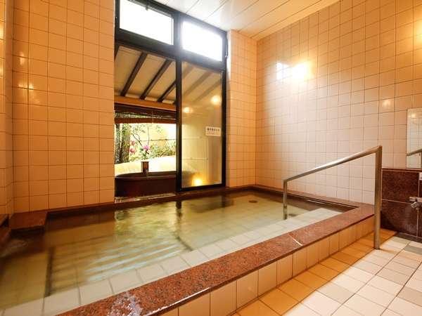 【大浴場】洗い場は7席とこじんまりしていますがゆっくりと寛いでください♪
