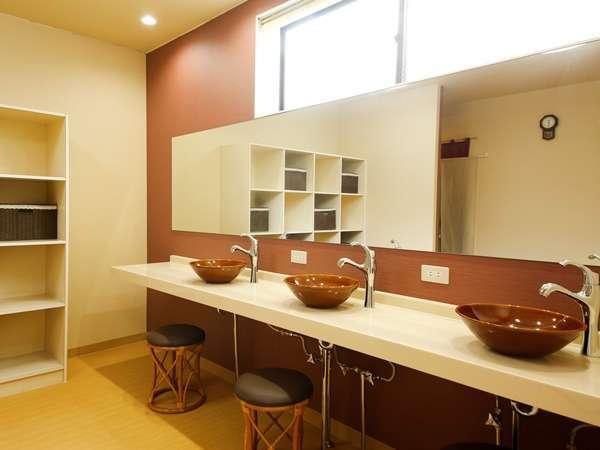 【大浴場】脱衣場もリニューアル♪ドライヤーも3台ご用意しております。