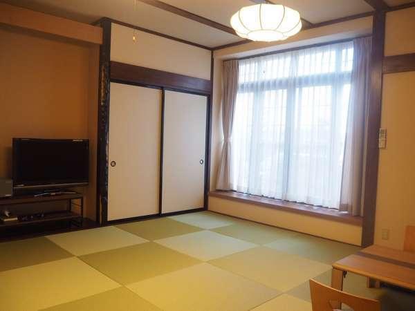 【お部屋】12.5畳の客室。2017年7月にリニューアルしました♪
